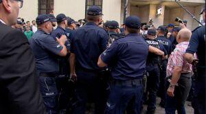 Policja: 44 wnioski do sądu po poniedziałkowych manifestacjach